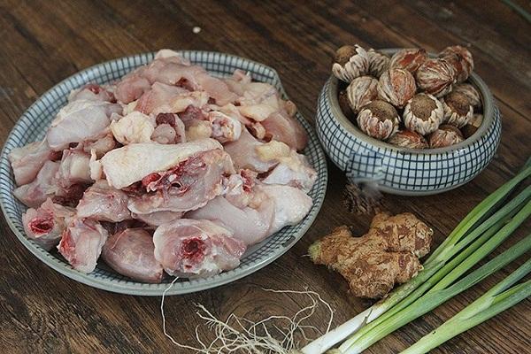 Hạt dẻ đang vào mùa làm ngay món ngon này đảm bảo ai cũng ăn vài bát cơm - Ảnh 1