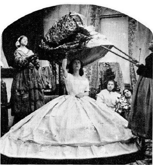 """Bí ẩn về chiếc váy là """"sát thủ"""" giết chết hơn 40.000 phụ nữ suốt hơn 100 năm - Ảnh 2"""