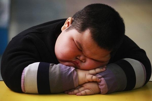 5 thói quen ẩn chứa nguy cơ béo phì ở trẻ nhỏ cha mẹ nào cũng dễ mắc phải  - Ảnh 1