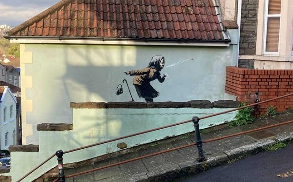 """Ngôi nhà bỗng nhiên tăng giá cả chục lần vì được họa sĩ """"vẽ bừa"""" lên tường - Ảnh 1"""