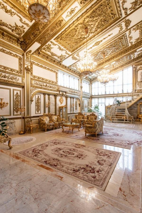 """Choáng ngợp trước cung điện dát vàng """"núp bóng"""" ngôi nhà cấp 4 - Ảnh 3"""