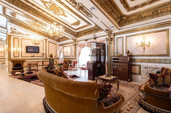 """Choáng ngợp trước cung điện dát vàng """"núp bóng"""" ngôi nhà cấp 4 - Ảnh 8"""