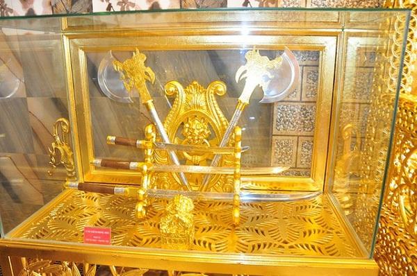 Choáng ngợp trước ngôi nhà dát vàng ở Cần Thơ: Có ngai vàng hóa thân thành vua chúa - Ảnh 6