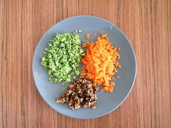 Tận dụng cơm nguội làm món cơm viên rau củ vừa ngon, vừa tiện cho bữa trưa - Ảnh 2