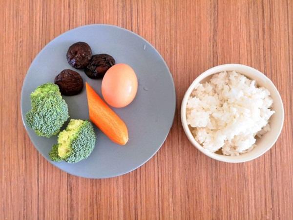 Tận dụng cơm nguội làm món cơm viên rau củ vừa ngon, vừa tiện cho bữa trưa - Ảnh 1