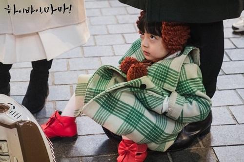 Dậy sóng trước vẻ đáng yêu của cậu bé đóng con gái Kim Tae Hee - Ảnh 3