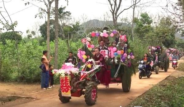 Màn rước dâu độc - lạ bằng xe tự chế, người xung phong đi đầu mới thu hút hơn cả - Ảnh 4