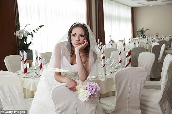 Sợ khách không đến vì dịch Covid-19, cô dâu đăng đàn cảnh cáo khiến cộng đồng mạng phẫn nộ - Ảnh 1