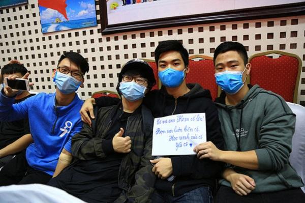 Hàng trăm người hiến máu giúp cô giáo bị ung thư sinh con bình an - Ảnh 3