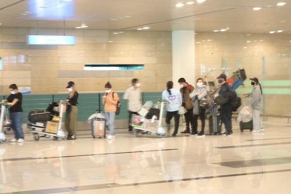 Hành khách về từ Hàn Quốc yên tâm đến khu cách ly khi đáp xuống sân bay Cần Thơ - Ảnh 3