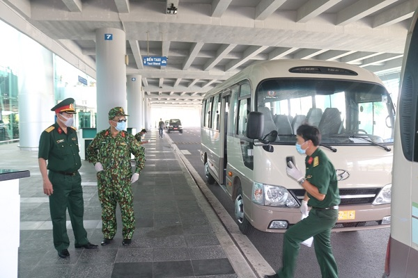 Hành khách về từ Hàn Quốc yên tâm đến khu cách ly khi đáp xuống sân bay Cần Thơ - Ảnh 4