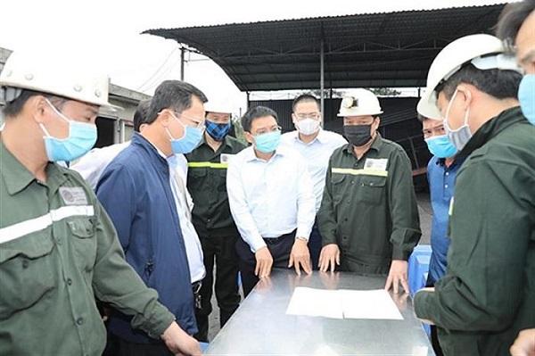 Cứu hộ 6 công nhân mắc kẹt do tụt lò than ở Quảng Ninh - Ảnh 1