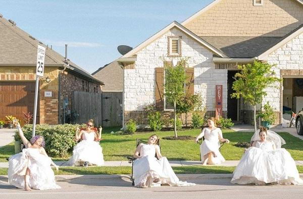 """Ở nhà quá chán, nhiếp ảnh gia rủ hàng xóm thực hiện bộ ảnh cưới """"để đời"""" - Ảnh 1"""