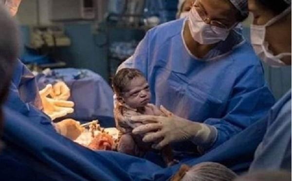 """Những bé sơ sinh có biểu cảm đáng yêu """"hết nấc"""" khiến bao trái tim """"tan chảy"""" - Ảnh 5"""