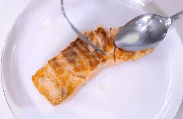 Bé lười ăn cá mẹ làm ngay món cơm này vừa ngon, vừa giàu dinh dưỡng lại khiến con ăn không ngớt - Ảnh 2