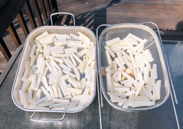 Có món củ cải trộn cay cay, giòn giòn bao nhiêu cơm cũng hết - Ảnh 3