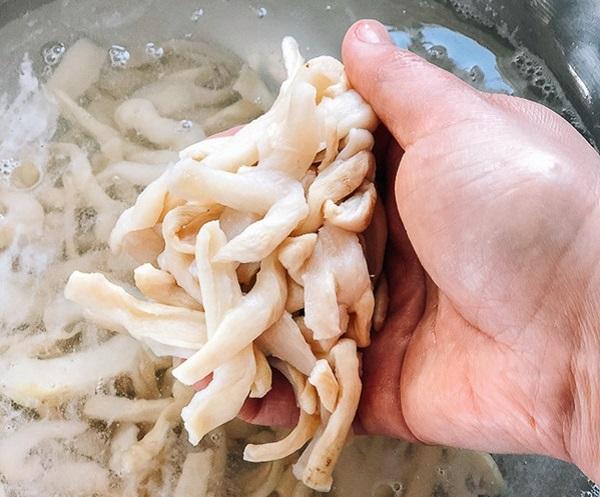Có món củ cải trộn cay cay, giòn giòn bao nhiêu cơm cũng hết - Ảnh 4