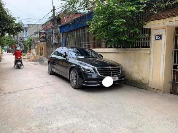 Đỗ xe tiền tỷ ngoài đường, chủ Mercedes để lại mẩu giấy nhỏ, đọc nội dung ai cũng thấy bất ngờ - Ảnh 1