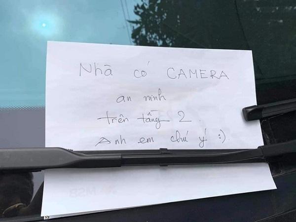 Đỗ xe tiền tỷ ngoài đường, chủ Mercedes để lại mẩu giấy nhỏ, đọc nội dung ai cũng thấy bất ngờ - Ảnh 2