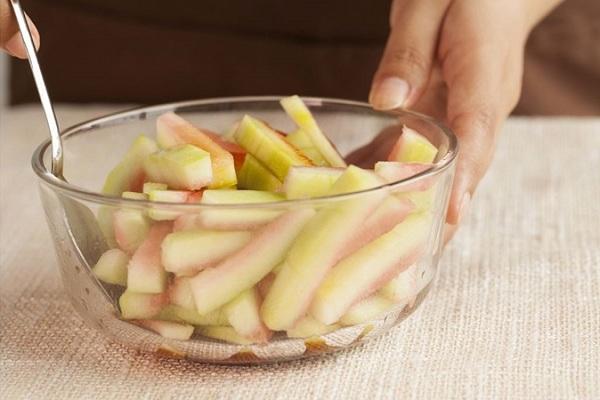 Ăn dứa hấu xong đừng vội vứt vỏ, làm ngay món trộn siêu ngon cho ngày hè thêm mát - Ảnh 2