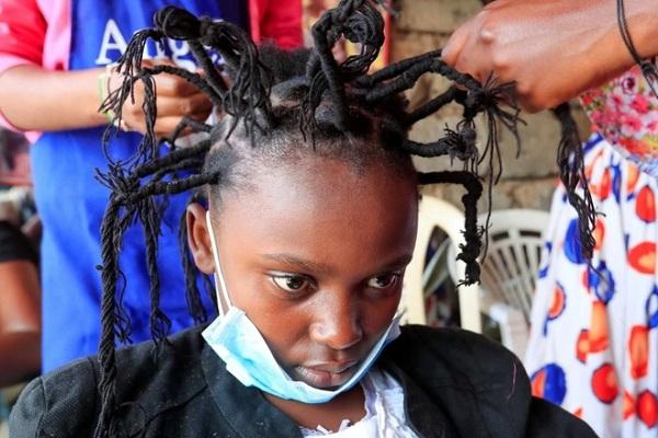 """Trào lưu làm tóc kiểu """"Covid-19"""" thịnh hành ở Đông Phi - Ảnh 1"""