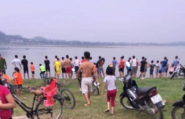 Ra sông Hồng tắm, 2 nữ sinh Hà Nội đuối nước thương tâm - Ảnh 1
