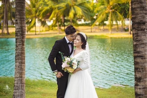 Loạt ảnh cưới chất như tuổi teen của cô dâu Việt 65 tuổi với chồng Tây 28 tuổi, tiết lộ bất ngờ của phó nháy - Ảnh 7