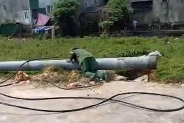 Đang kéo đường dây cột điện bất ngờ đổ sập, nam công nhân tử vong thương tâm - Ảnh 1
