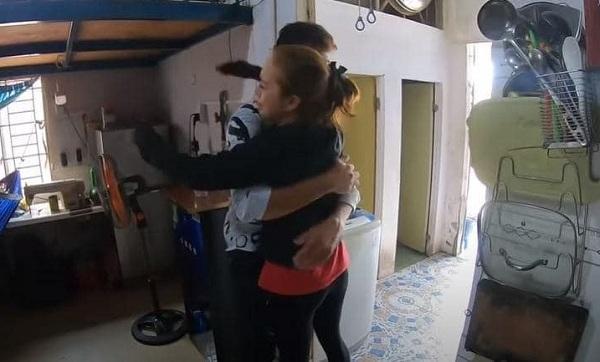 Phản ứng bất ngờ của con gái cô dâu Việt 65 tuổi khi mẹ lấy chồng Tây 24 tuổi - Ảnh 2