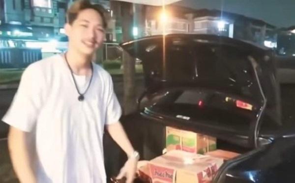 Lừa gạt, tặng rác cho phụ nữ chuyển giới, nam vlogger hứng chịu 'gạch đá' - Ảnh 1