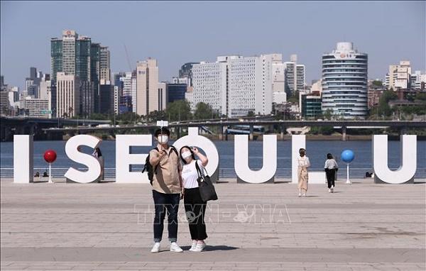 Hàn Quốc đóng cửa các quán bar, hộp đêm và trung tâm giải trí ở Seoul nhằm ngăn chặn ổ dịch mới - Ảnh 1