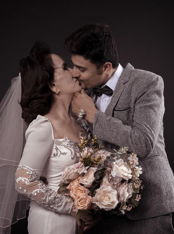 Dân mạng bất ngờ trước thông tin cô dâu 65 tuổi tổ chức đám cưới với chồng trẻ 24 tuổi? - Ảnh 2