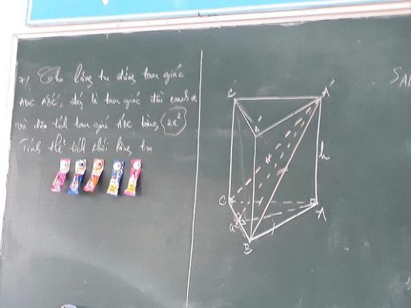 """Thầy giáo 'mạnh tay' đặt thứ này để """"dụ"""" học sinh lên bảng, không ngờ gây tranh cãi dữ dội - Ảnh 3"""