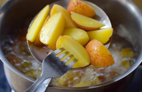 """Thêm một cách chế biến khoai tây cực ngon, ăn cơm hay ăn vặt đều hết trong """"1 nốt nhạc"""" - Ảnh 2"""