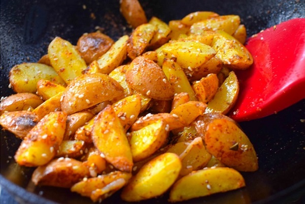 """Thêm một cách chế biến khoai tây cực ngon, ăn cơm hay ăn vặt đều hết trong """"1 nốt nhạc"""" - Ảnh 4"""