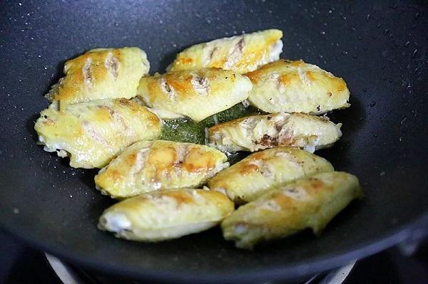 Không cần dầu ăn bạn vẫn làm được món cánh gà giòn tan, thơm phức khiến cả nhà bất ngờ - Ảnh 3