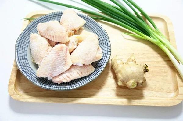Không cần dầu ăn bạn vẫn làm được món cánh gà giòn tan, thơm phức khiến cả nhà bất ngờ - Ảnh 1