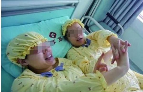 """Hai chị em song sinh sinh con giống hệt nhau, xét nghiệm ADN mới phát hiện bí mật """"kinh hoàng"""" - Ảnh 1"""