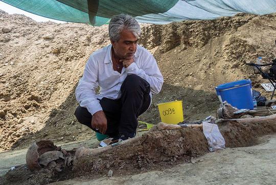 Người đàn ông mất tích 37 năm được tìm thấy nhờ cây mọc từ dạ dày - Ảnh 1