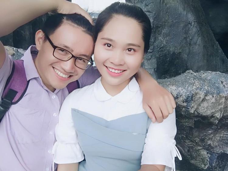 Tin tức đời sống mới nhất ngày 24/10/2018: Nữ sinh trường Luật được cầu hôn đúng ngày chụp kỷ yếu - Ảnh 1