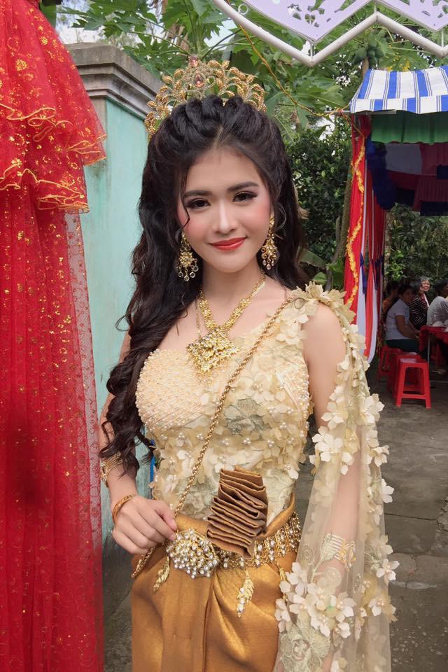 """Gia thế """"không phải dạng vừa"""" của chồng cô dâu Khmer xinh đẹp nổi như cồn mấy  ngày qua - Ảnh 1"""