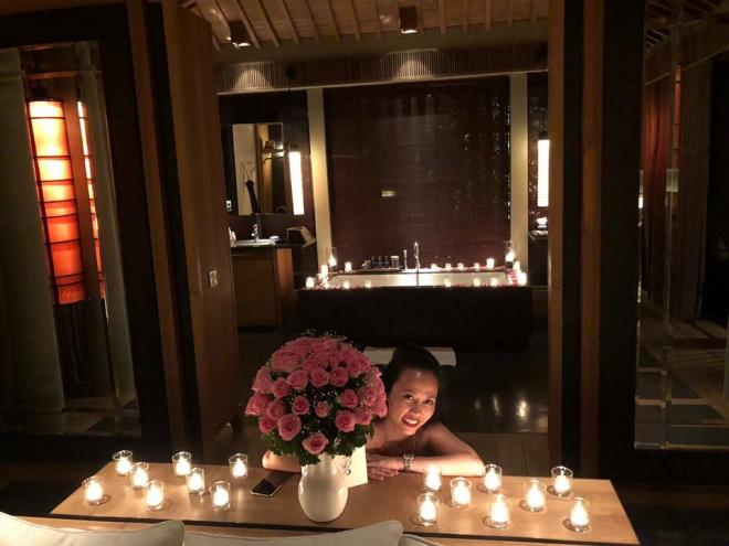 MC Hoa Thanh Tùng khoe ảnh cận mặt vợ xinh đẹp sau 15 năm kết hôn - Ảnh 2
