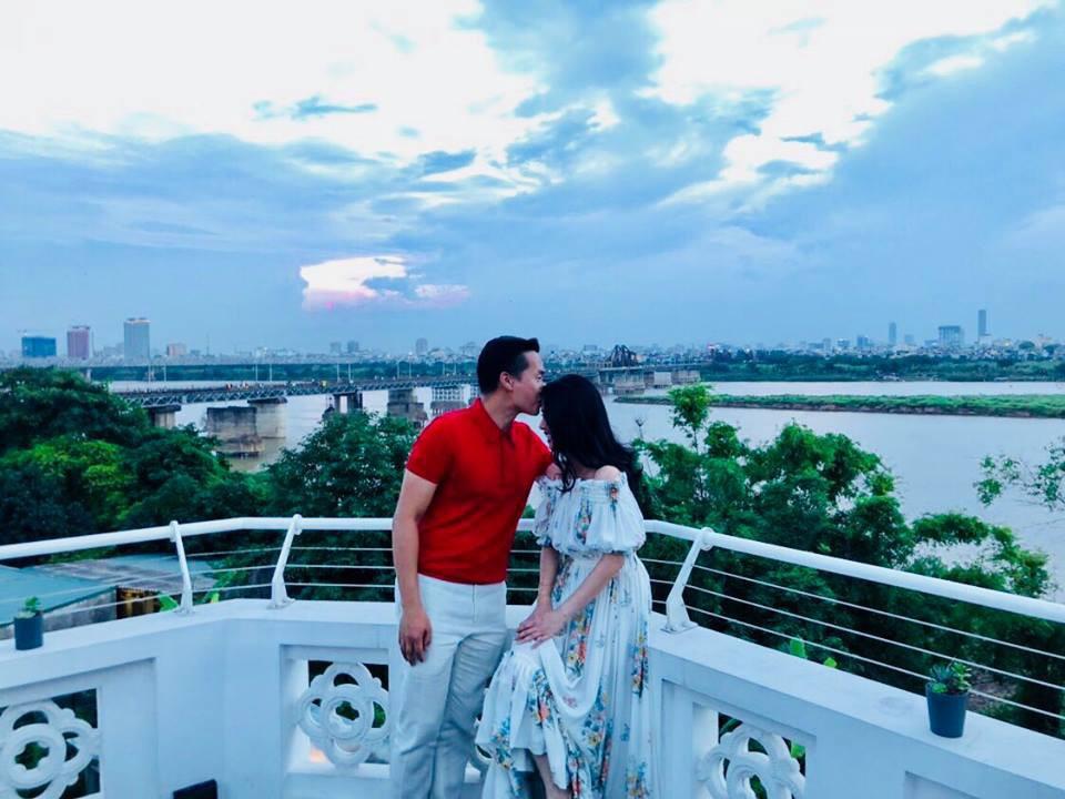 MC Hoa Thanh Tùng khoe ảnh cận mặt vợ xinh đẹp sau 15 năm kết hôn - Ảnh 4