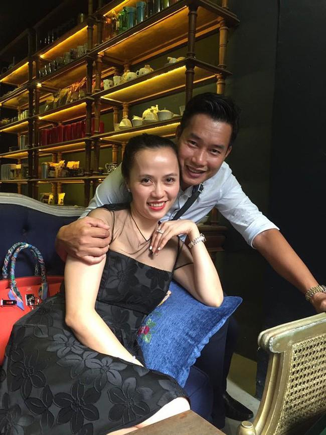 MC Hoa Thanh Tùng khoe ảnh cận mặt vợ xinh đẹp sau 15 năm kết hôn - Ảnh 5