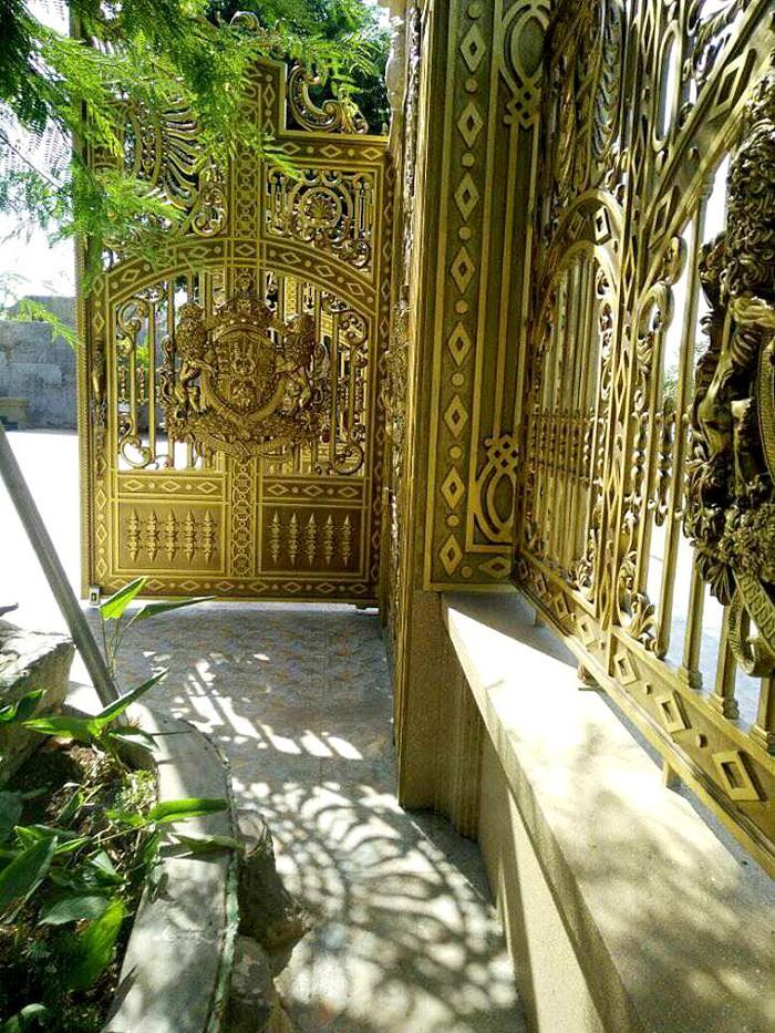 Choáng ngợp lâu đài dát vàng chói lóa và dàn siêu xe ở Vũng Tàu - Ảnh 8