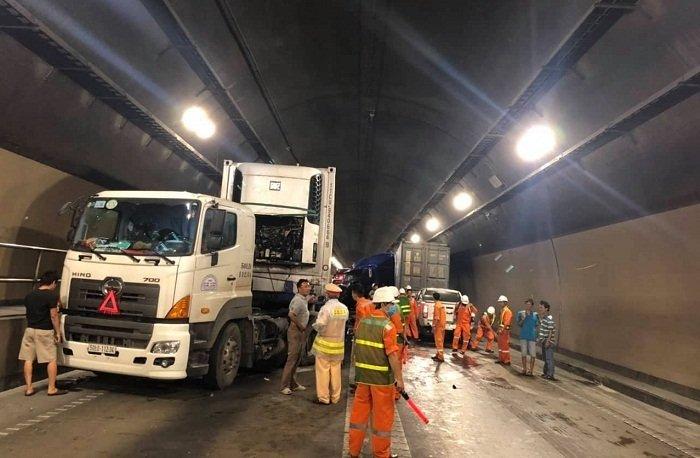 Hầm đường bộ Hải Vân: Xe đầu kéo tông xe tải, giao thông tê liệt 3 giờ - Ảnh 3