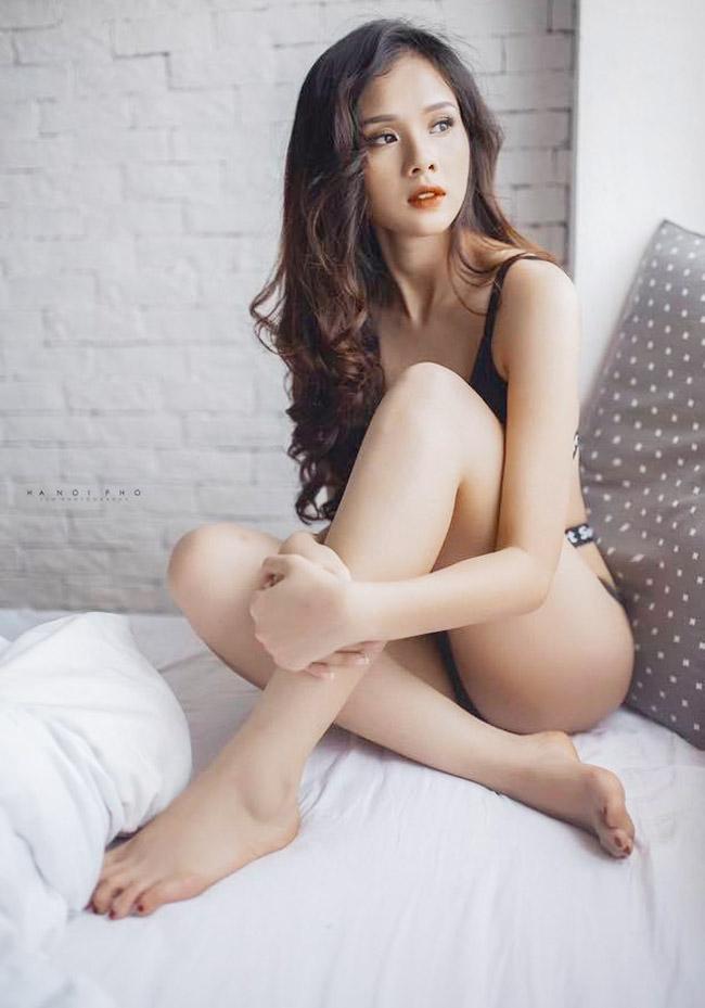 Bạn gái của dàn cầu thủ U23 Việt Nam đọ dáng, ai nóng bỏng nhất? - Ảnh 3