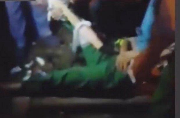 Truy tìm nam thanh niên tông gãy chân nữ công nhân quét rác rồi vứt xe bỏ trốn - Ảnh 1