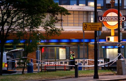 Ga tàu điện ngầm bất ngờ phát nổ, hành khách bỏ chạy tán loạn - Ảnh 1