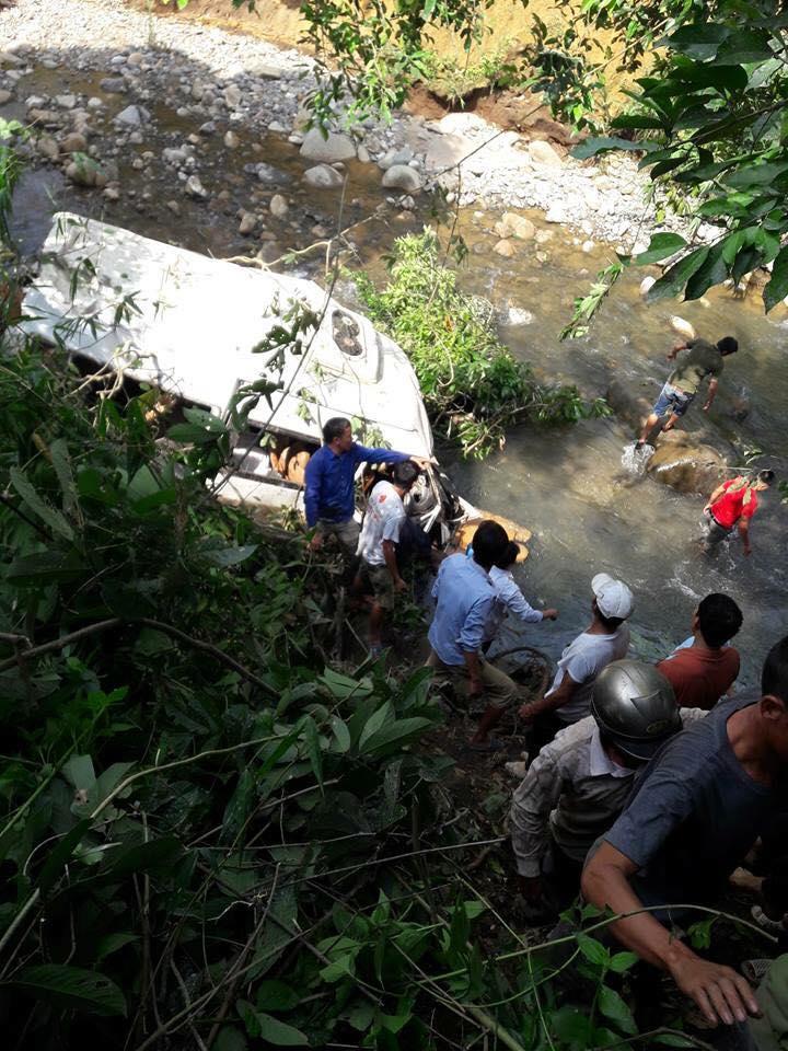 Tai nạn thảm khốc giữa xe bồn và xe khách tại Lai Châu, 12 người tử vong - Ảnh 1